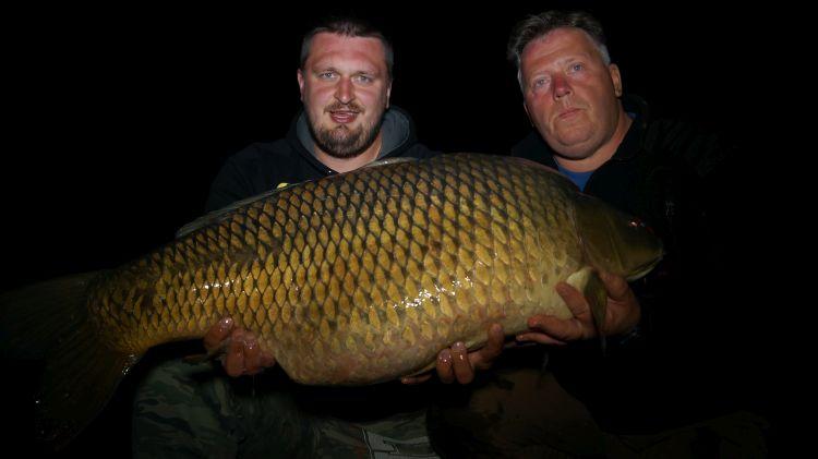 rekordowy wielki karp 24 kg